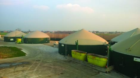 Deux générateurs de biogaz permettent de valoriser les effluents de l'atelier d'engraissement.