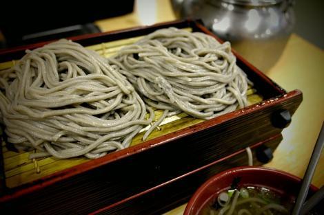 Les nouilles shirataki sont élaborées à partir d'une fibre végétale visqueuse, tirée d'une plante asiatique, le konjac.