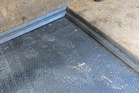Les bandes de protection assurent l'étanchéité du dispositif vis à vis des salissures.